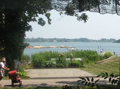 Charming Beach House w/View of Quonochontaug Pond - Charlestown - Haus