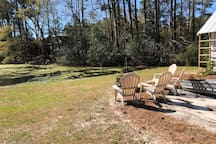 Perfect place to enjoy your morning coffee or a nightcap. Watch the ducks and turtles in the pond and relax.