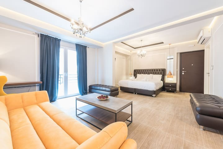 """Syntagma Suite Luxury Living Lodge One """"LLL1"""" - B4"""