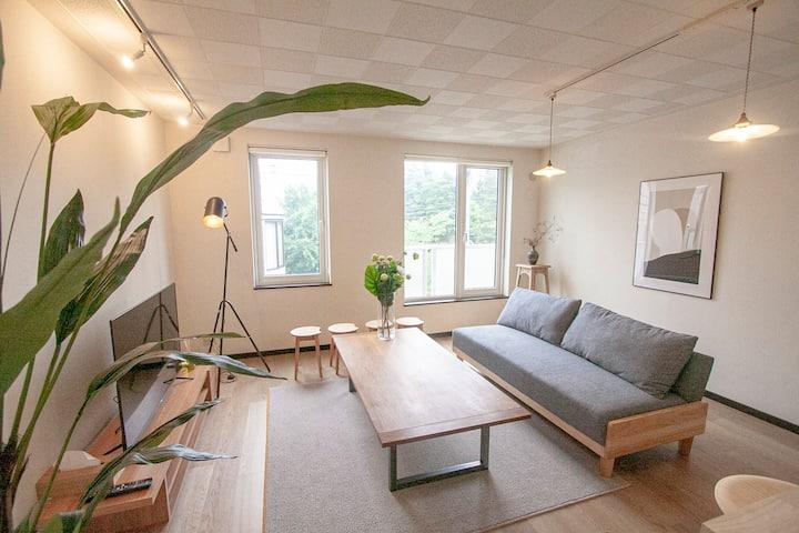 静かな住宅街の綺麗な一戸建て/内装もキレイなカフェ気分で宿泊!/最大10名/駐車場無料