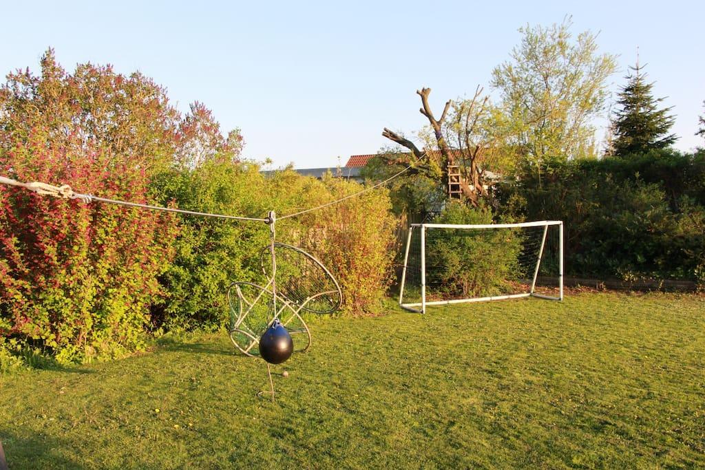 Fodboldbane og svævebane