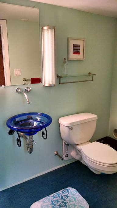 This half-bath is shared between the 2 guest rooms.