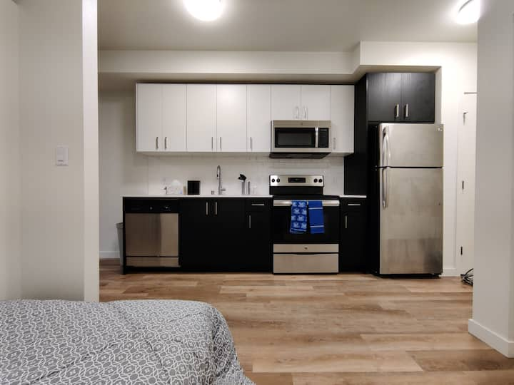 New Open Bedroom Apartment - University District