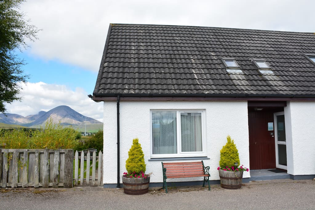 Tigh Holm Cottage 1 with views to mountains