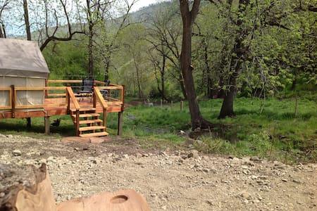 7U Ranch -Tent Cabin #1 *Creekside*Twin Beds