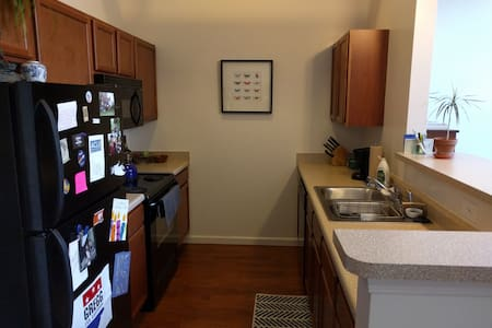 One Bedroom Near Downtown - Indianapolis - Apartment