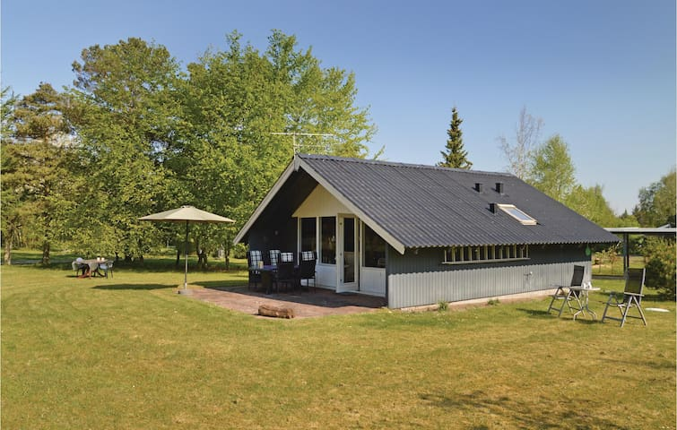 Holiday cottage with 2 bedrooms on 53m² in Løgstør