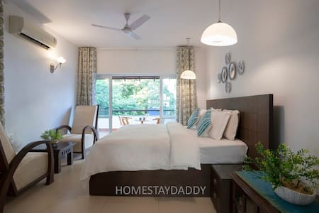THE WHITE HOUSE Near Candolim - By Homestay DaDDy