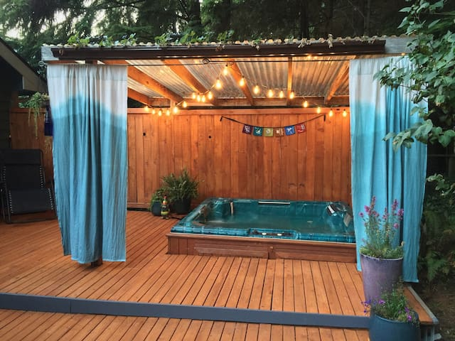 Forest Haven with Hot Tub - Bellingham - Dom