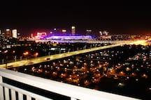 阳台夜景(左)