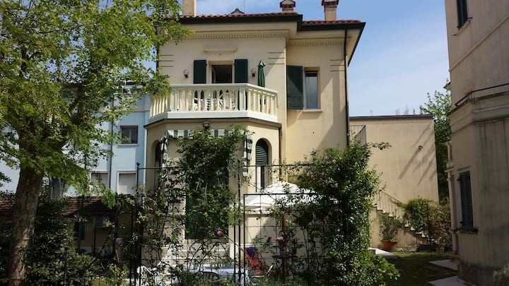 Bilocale in Villino Liberty con giardino privato