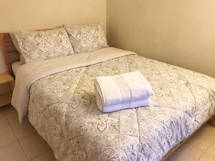 #A Comfy Room,Private Entrance & Bathroom 哈崗獨立進出民宿