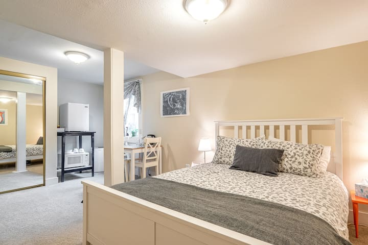 Master Suite w/ Private Entrance, Spacious!