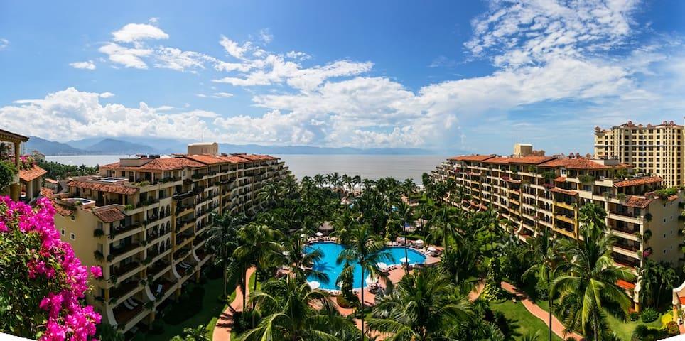 Oceanfront Penthouse Condo in 5 Star Resort