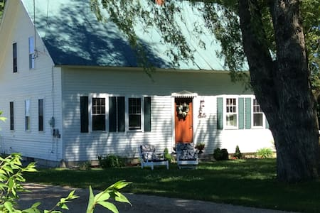 Chickadee Cottage, a hidden gem in North Fryeburg