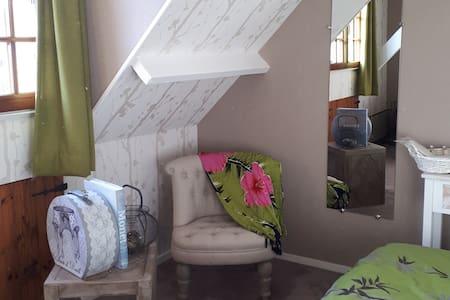 Charme accueil 2 chambres+pt dj dans maison/jardin