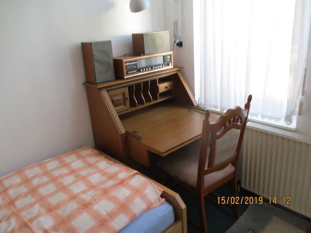 Furnished room (möbliertes Zimmer)
