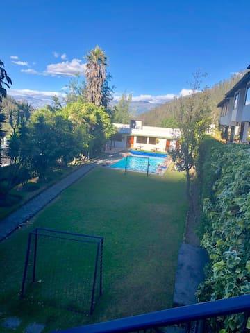 Habitación privada en Guapulo con piscina.
