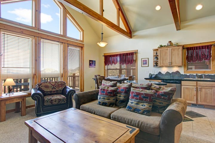 Mount Enentah 37 - 2 Br condo with private hot tub, Marys Lake and mountain views!