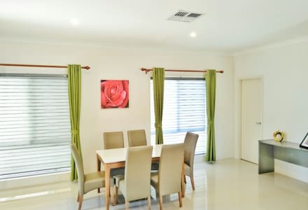 Bateman Perth Holiday Unit B-1