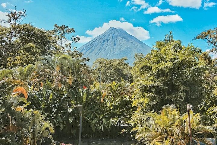 *Arenal Joy*-Volcano view, A/C,kitchen