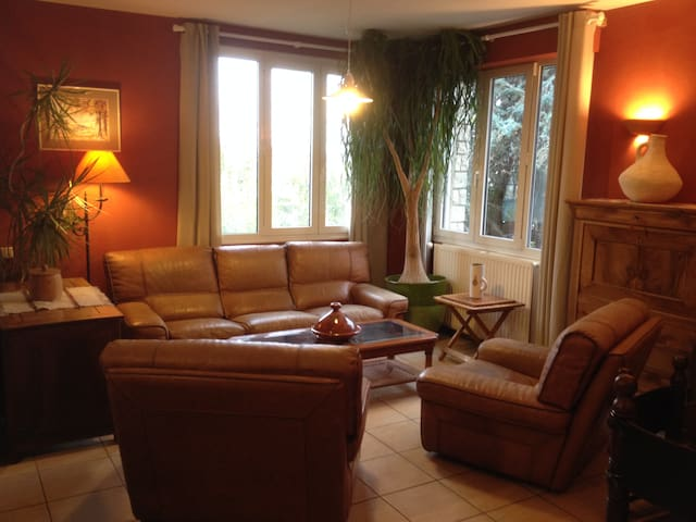 Maison spacieuse avec grand jardin près du centre! - Auxerre - Dům