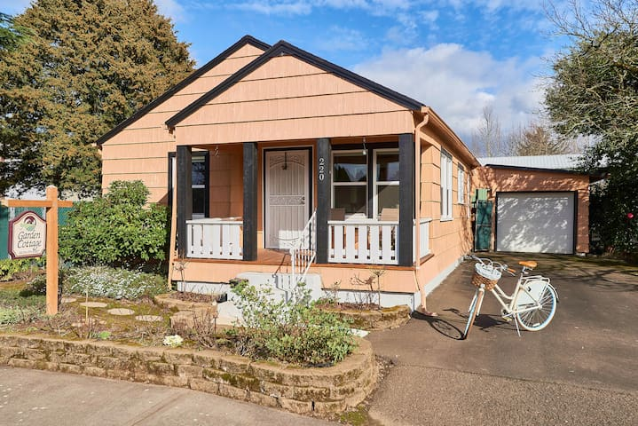 Dundee Garden Cottage: Walk Everywhere!