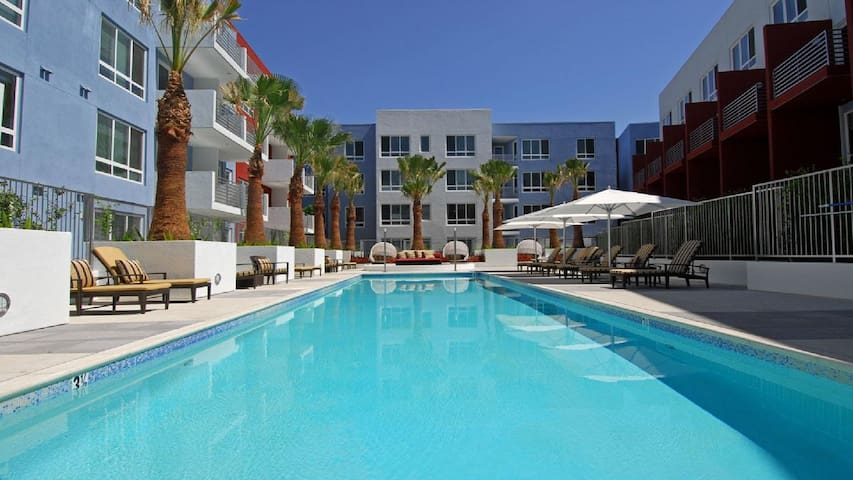 Exclusive Hollywood 5 Beds Pool Free Parking 4b02a