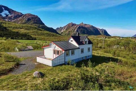 Hus i flotte omgivelser i Bø