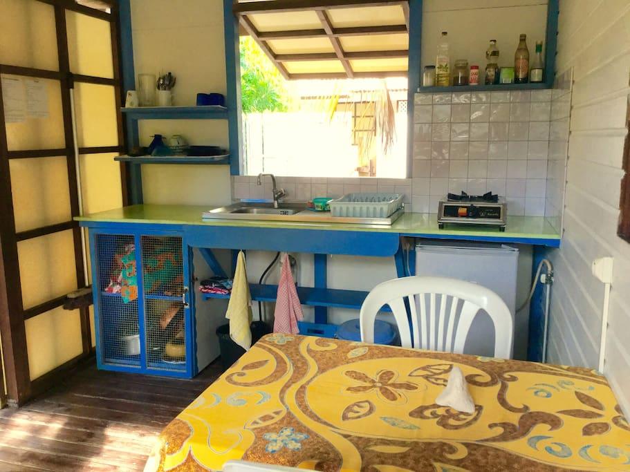 La cuisine du bungalow/ the kitchen