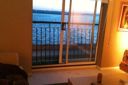 1-bed flat, stunning river view, 35min to Central - Grays - Apartamento