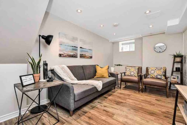 Lovely Glebe 1 Bedroom- Steps to Rideau Canal