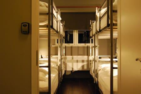 Tehúsið Hostel - Bunk bed in female dormitory