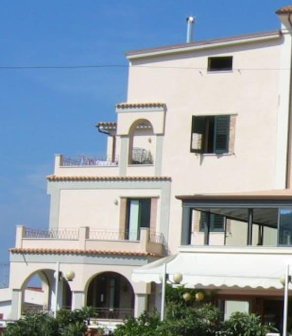 Appartamento panoramicissimo al centro di palinuro for Appartamenti al centro di barcellona