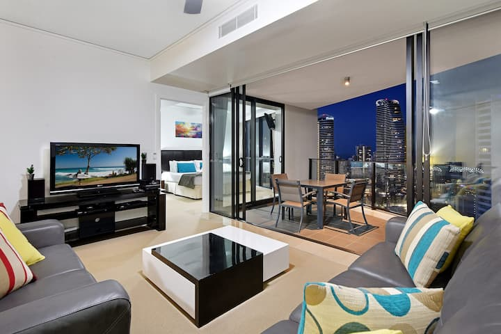 Modern 2 bed apartment with stunning ocean views @ Sierra Grand Broadbeach