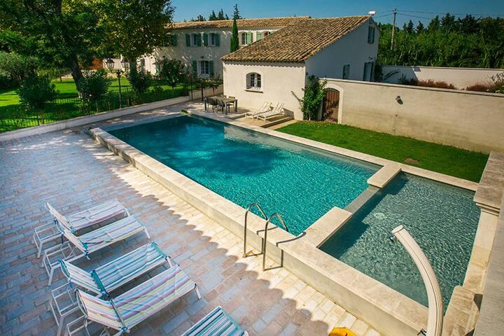 Mas 8 personnes piscine chauffée avignon provence