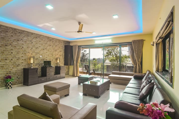 Spectacular 5BHK Villa with plunge pool | EKOSTAY