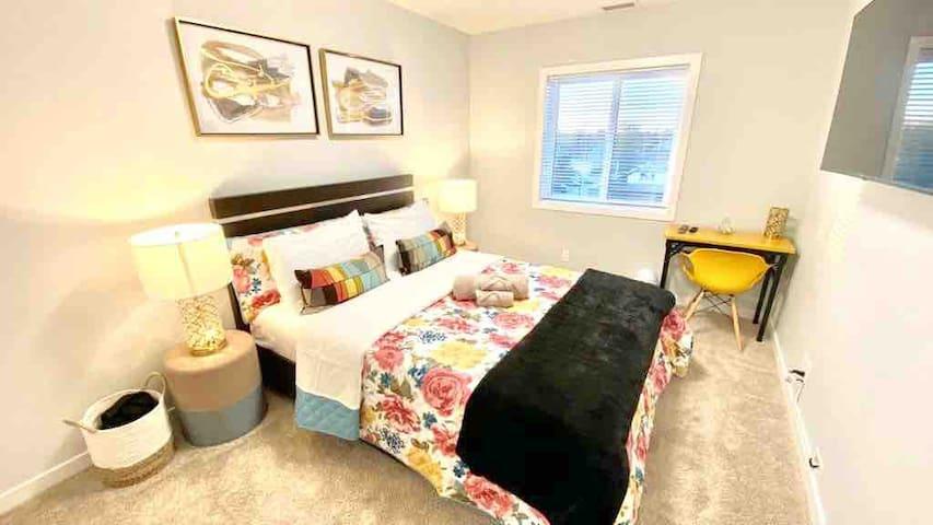 Bedroom No2: Queen Bed + Cable Tv + Laptop Workspace