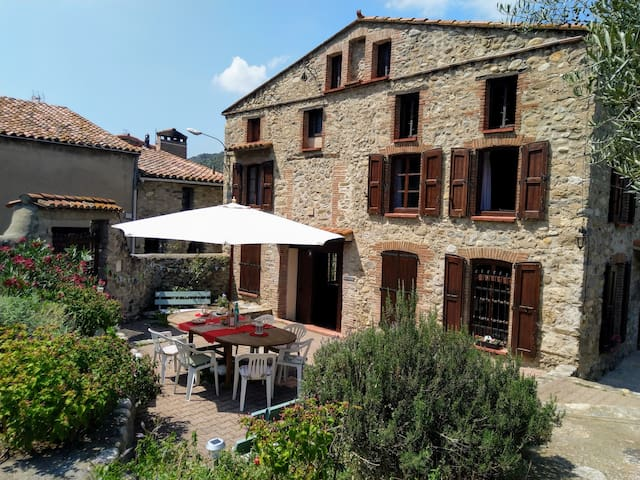 Les Ecuries, traditional stone farmhouse with pool