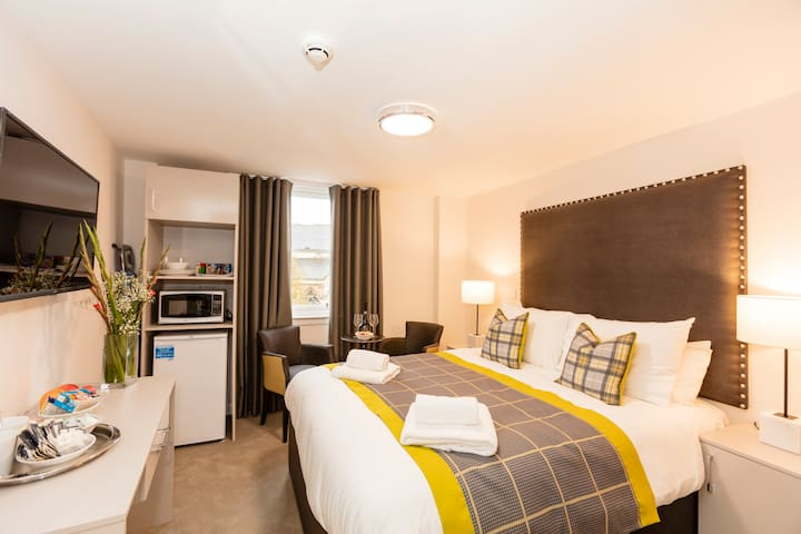 Dalkeith Apart Hotel Double Bedroom