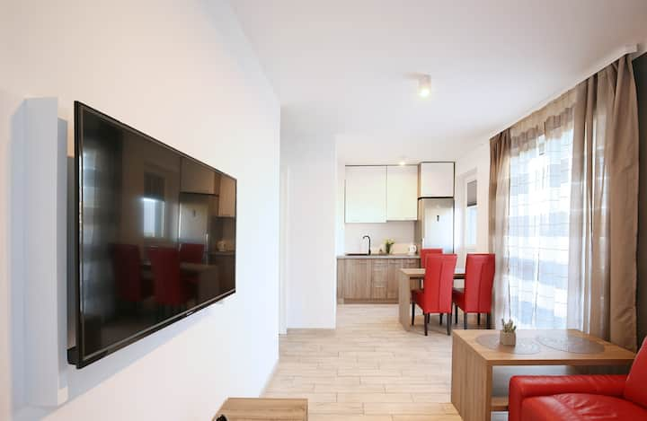 Stylish Red apartment 8 minutes walk from  beach