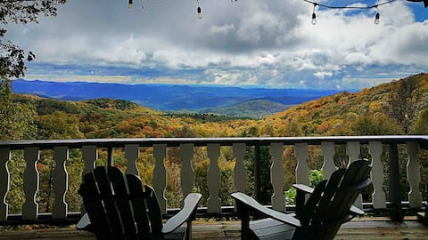 Highlands Mountaintop Cottage Get-away