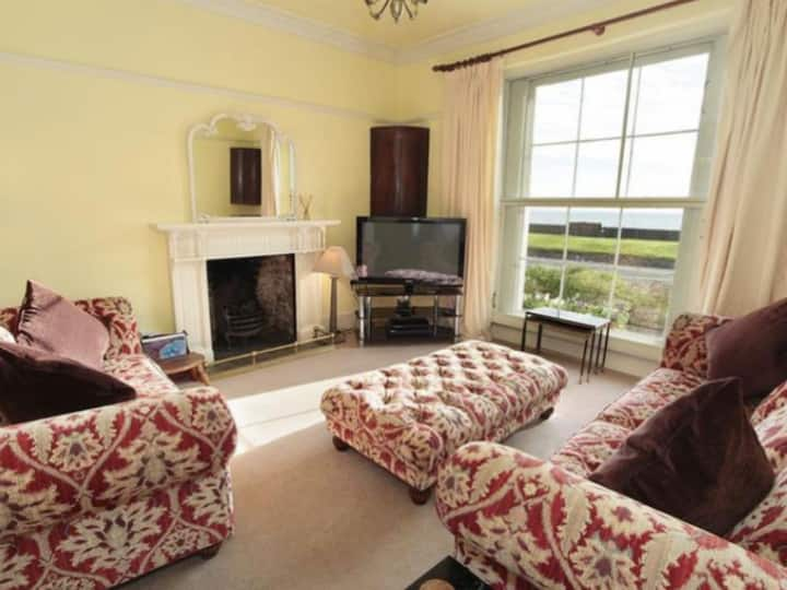 390 - Entire  House - Seafront -Sleeps 8 - Mumbles