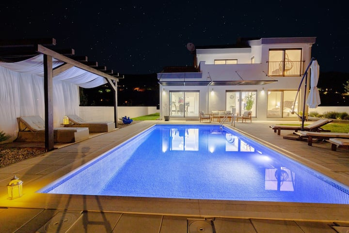 NEW Villa Anja is a 4 bedroom villa with a 32 sqm heated pool near Imotski
