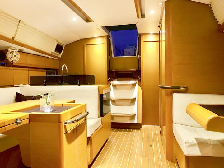 Entire boat - Modern Yacht, Boat Life Experience