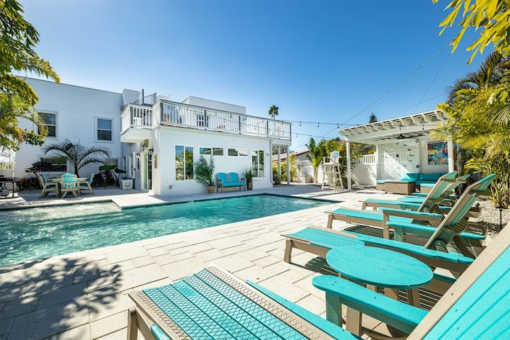 Oasis Paradise rooftop deck & 6 seat golf cart