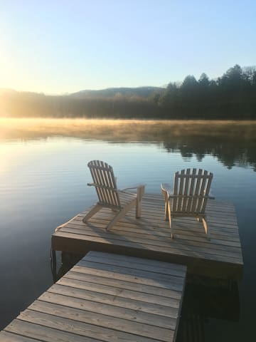Dreamy Lakehouse Getaway on Robinson Pond