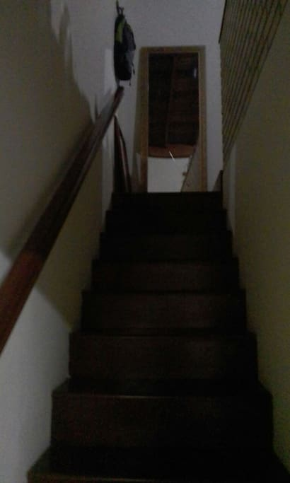 Quarto de hóspedes no segundo andar  com suíte e sacada .