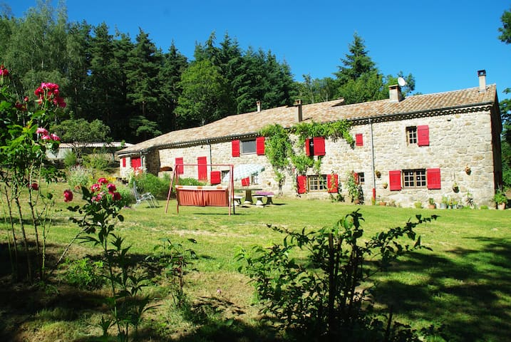 Traditional farm in the forest - Saint-Barthélémy-Grozon - Hus