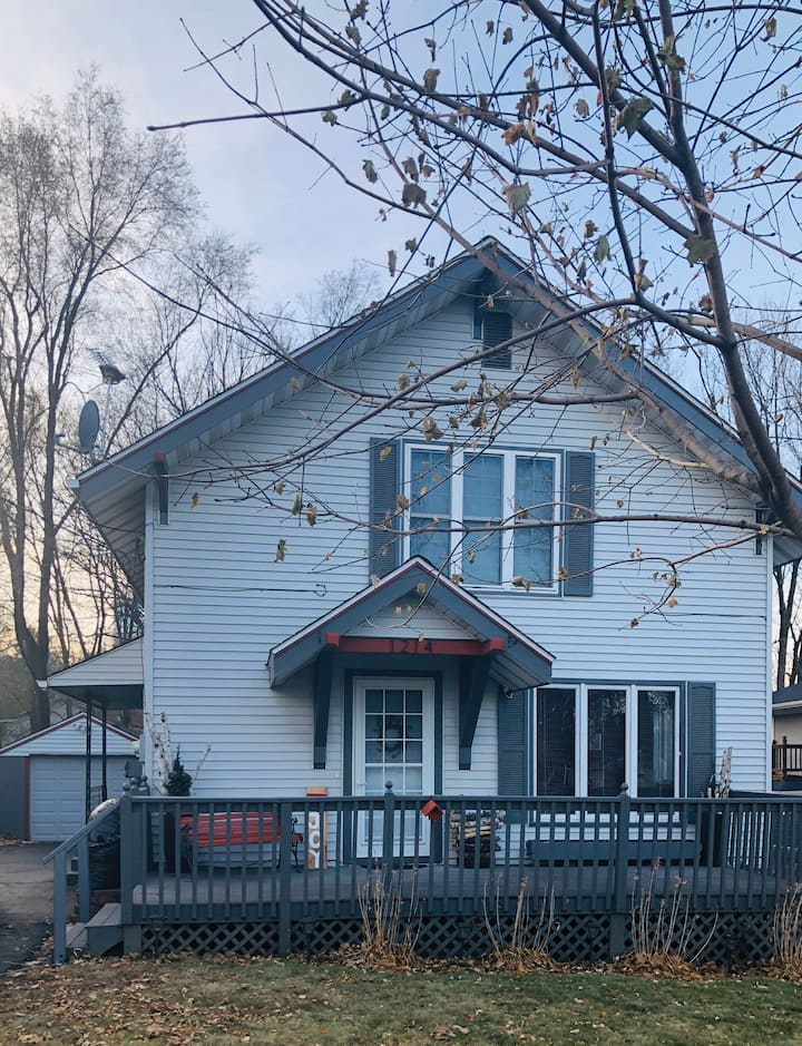 Charming/newly renovated home - near downtown